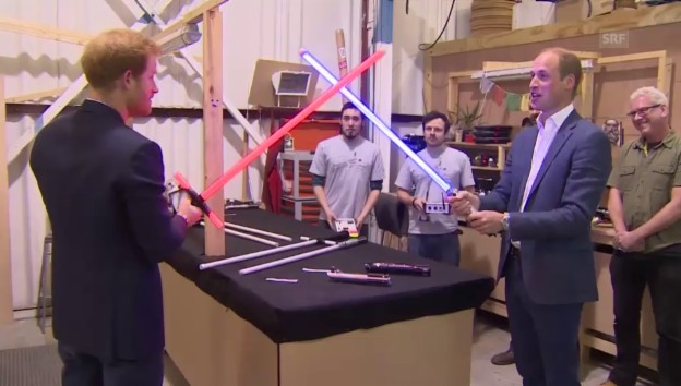 Video «Prinz William und Prinz Harry im «Star Wars»-Fieber (unkomm.)» abspielen
