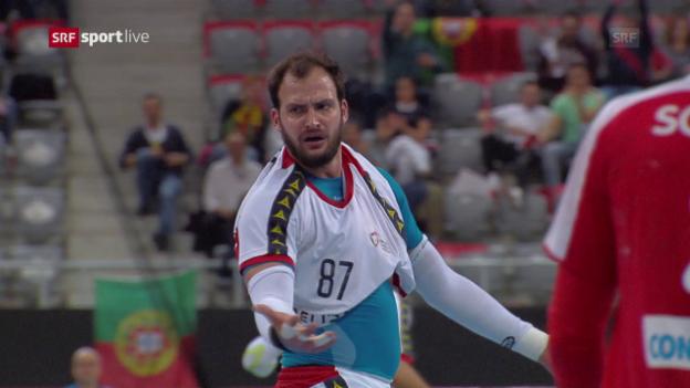 Video «Handball kurios: Ball drin - Shirt weg» abspielen