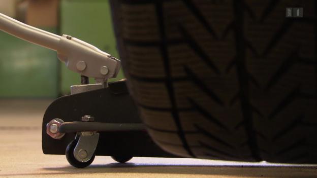 Video «Wagenheber im Test: So verhindern Sie die Panne bei der Panne» abspielen