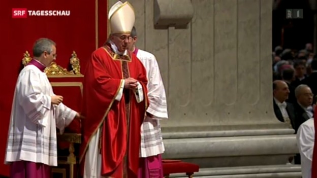 Video «Papst Franziskus feiert erste Karfreitagsliturgie» abspielen