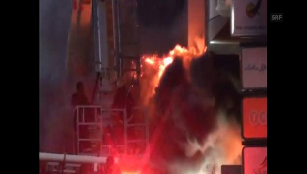 Video «Die Oppositionelle Fernsehstation brennt auf der Hauptinsel Male (unkomm.)» abspielen
