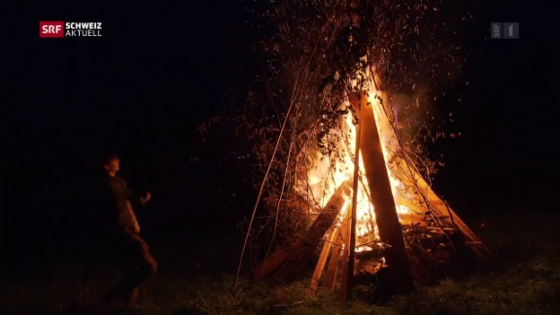 Video «1. August-Feiern mit Höhenfeuer und Festessen» abspielen
