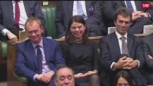 Link öffnet eine Lightbox. Video Mays Brexit-Rede wird im Parlament unterbrochen abspielen