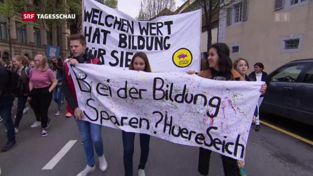 Video «Schweizer Schüler protestieren auf der Strasse» abspielen
