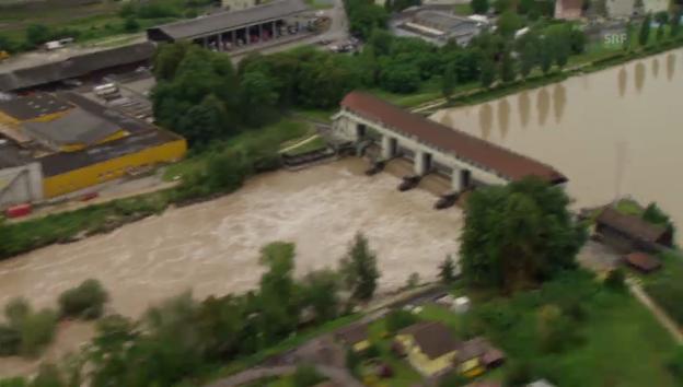 Video «Hochwasser aus der Heli-Perspektive (unkomm.)» abspielen