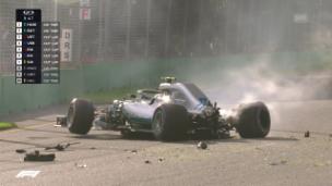 Video «Bottas veliert im Mercedes die Kontrolle» abspielen