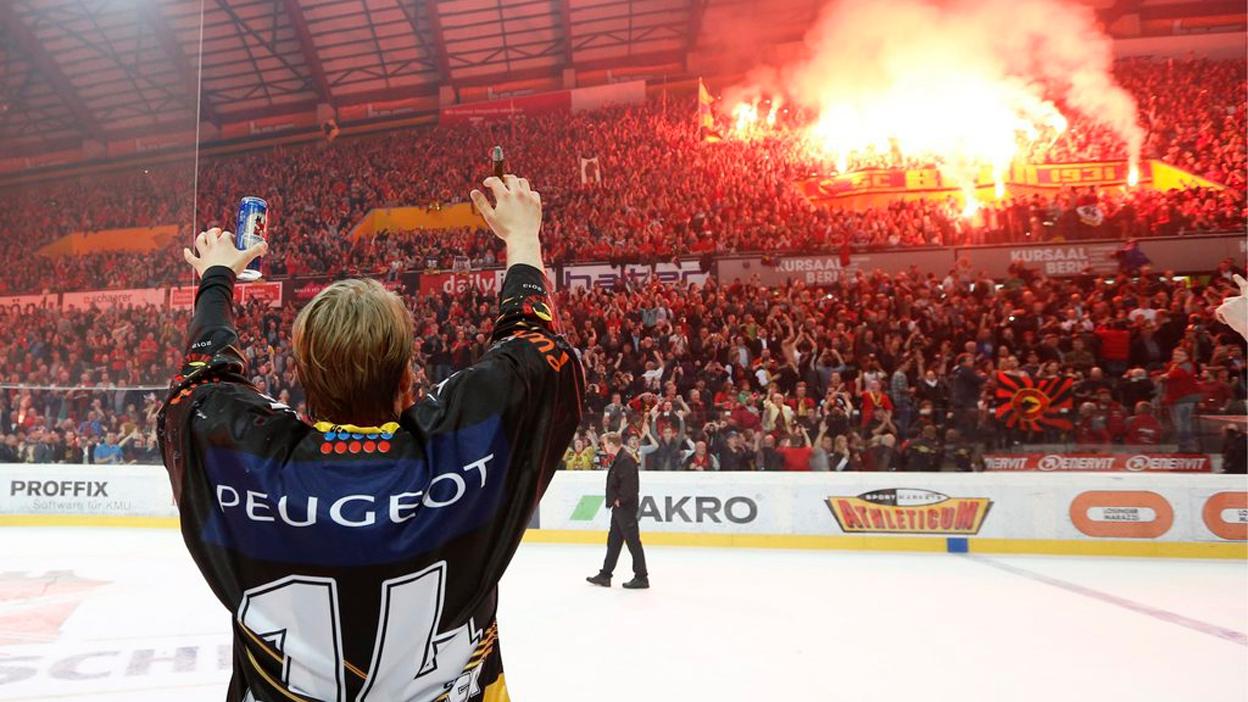 Fans feiern ihren SCB (Thomas Pressmann, 17.04.2013)