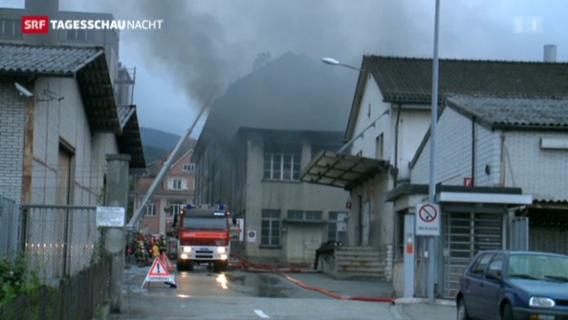 Video «Feueralarm im solothurnischen Breitenbach» abspielen