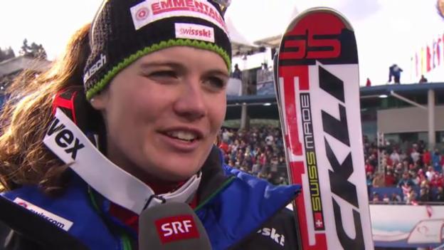Video «WM-Abfahrt: Interview Nadja Kamer» abspielen
