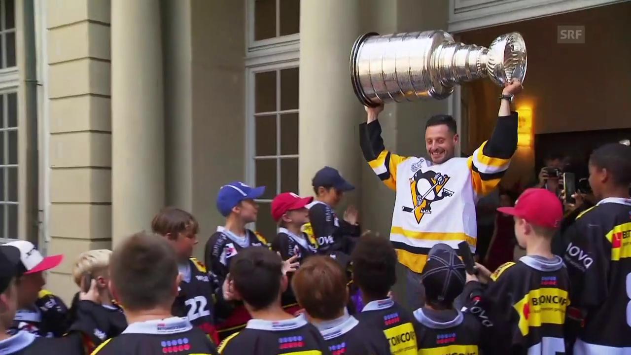 Bern feiert seinen Helden: Mark Streit mit dem Stanley Cup
