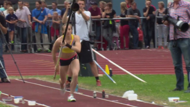 Video «Nicole Büchler bei ihrem Schweizer Rekord letzten Sommer» abspielen