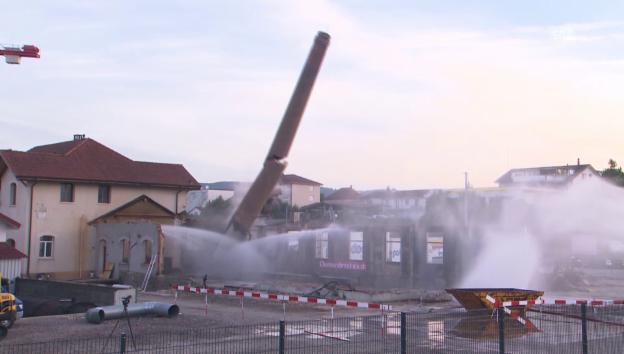 Video «Sprengung Hochkamin in Zofingen» abspielen