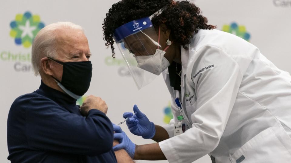 Biden führt Impfpflicht für Regierungsangestellte ein