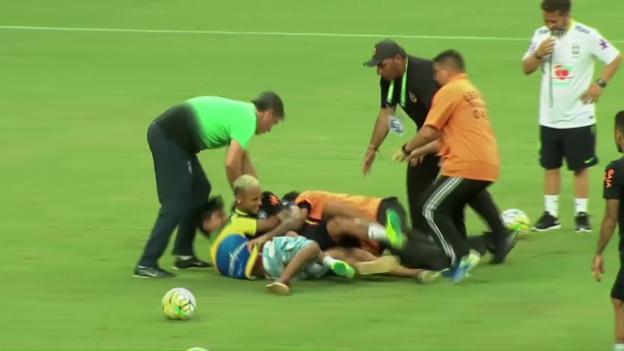 Video «Brasilianische Fans jagen ihre Stars» abspielen