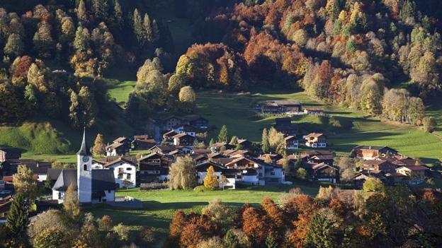 Ein Dorf sucht den richtigen Tonfall