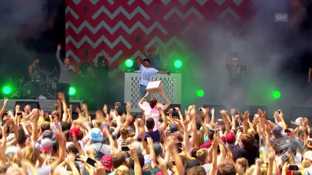 Video «Die Orsons «Schwung in die Kiste» - Openair Frauenfeld 2015» abspielen