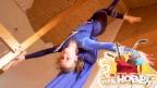 Video «Marisa turnt zirkusreif am Vertikaltuch» abspielen