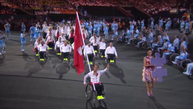 Video «Die Schweizer Delegation bei der Eröffnungsfeier» abspielen