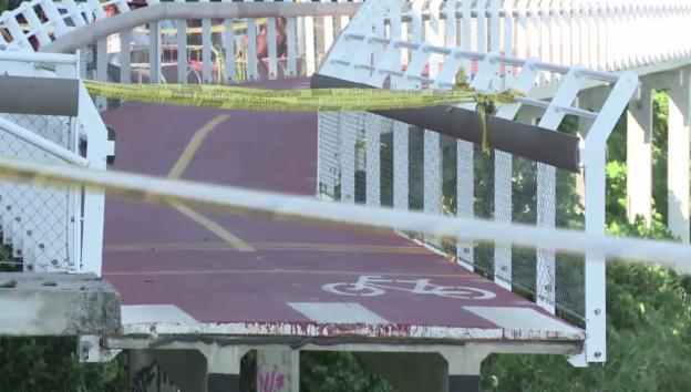 Video «Tödlicher Einsturz einer Velo-Brücke in Rio» abspielen
