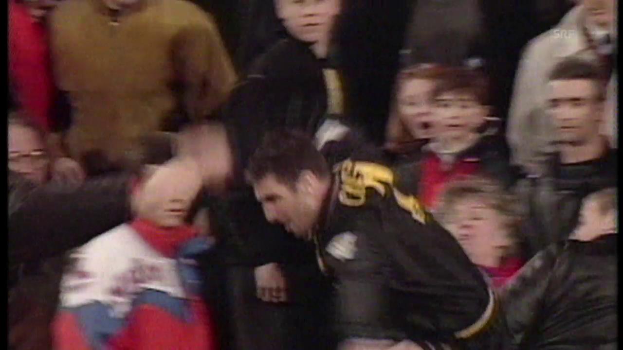 Cantonas Kick 1995 gegen einen Zuschauer