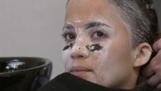 Video «Whitney Toyloy: Mit Mehl und Kriegsbemalung gegen Eisenmangel» abspielen