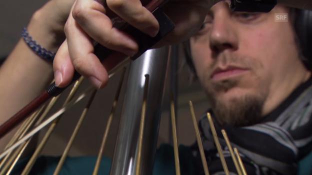 Video «De Marco spielt Waterphone» abspielen
