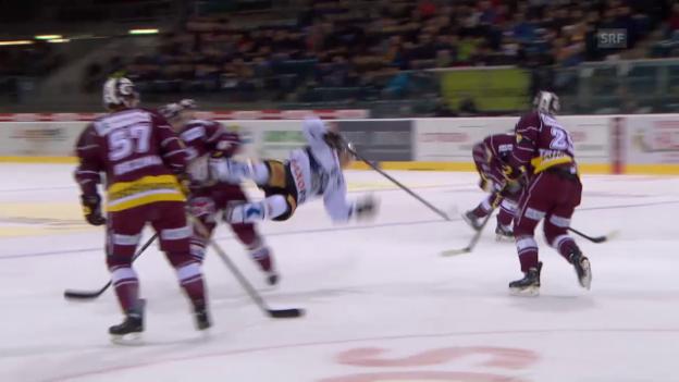 Video «Eishockey: Genf-Zug, Foul Gerber an Lammer» abspielen