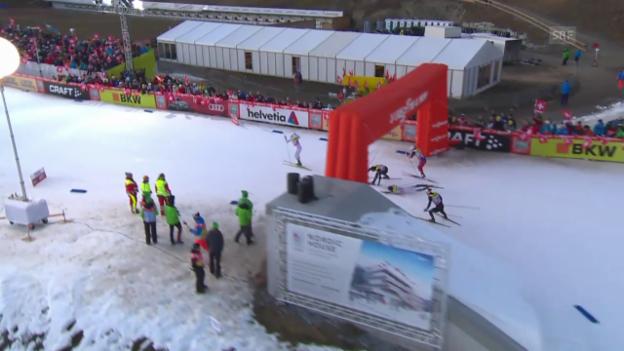Video «Langlauf: Sprint Lenzerheide, Viertelfinal, Sturz Hediger» abspielen