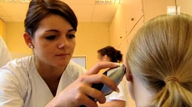 Video «Fiebermesser im Test: Was neue Geräte taugen» abspielen
