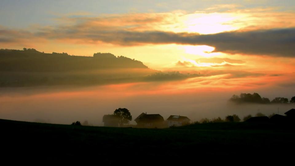 Sonnenaufgang mit Nebel vom 18. September in Rümligen/BE, #SRFMeteoVideo Lukas Wyss,