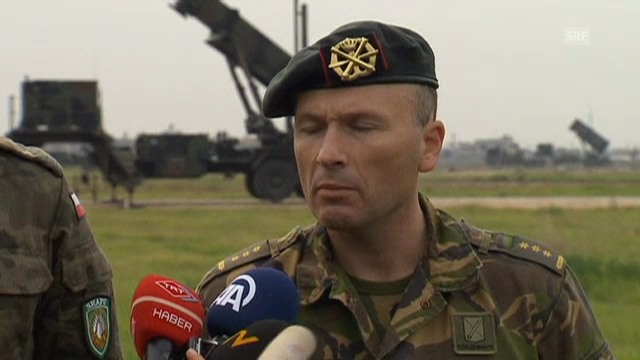 Nato-Soldat erkärt Funktion der Patriot-Raketen (engl.)