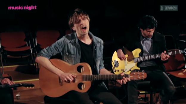 Video «Für Rock-Loverboys und -girls: Navel» abspielen