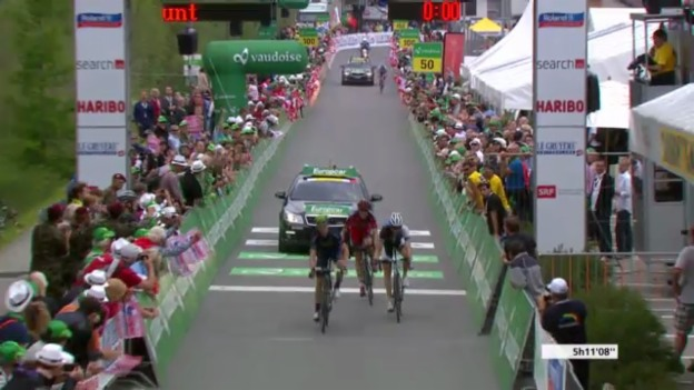 Video «Rad: Zieleinfahrt 7. Etappe der Tour de Suisse («sportlive»)» abspielen