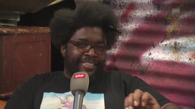 Video «The Roots-Drummer Questlove im Interview mit SRF-Moderator Pablo Vögtli» abspielen