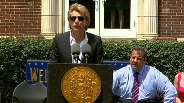 Video «Jon Bon Jovi über seine Unterstützung für Hurrikan-Opfer» abspielen