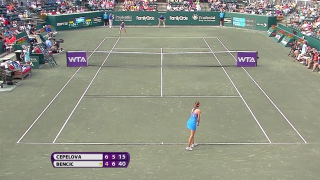 Video «Tennis: Halbfinal WTA-Turnier in Charleston, Belinda Bencic - Jana Cepelova» abspielen
