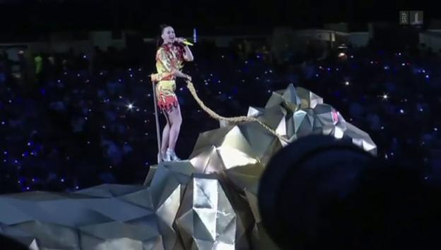 Video «Gigantisch und mit viel Feuerwerk: Katy Perry» abspielen
