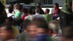 Video «Tumulte vor dem Bahnhof Keleti» abspielen