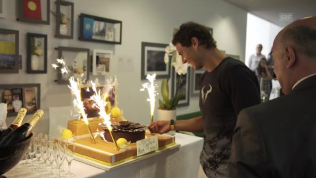 Video «Nadal erhält eine Torte zum Geburtstag» abspielen