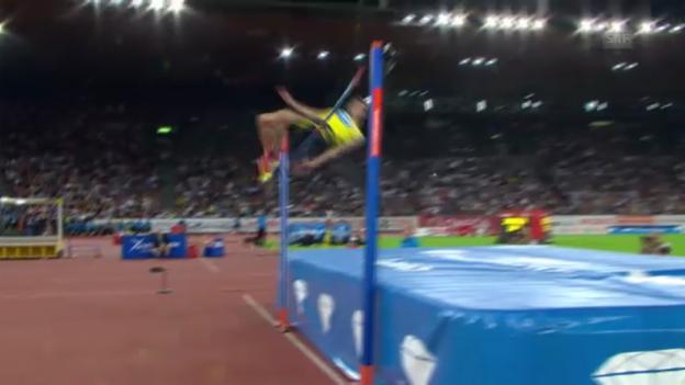 Video «Hochsprung: Bondarenkos Versuch über 2,46 m («sportlive»)» abspielen