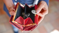 Link öffnet eine Lightbox. Video Sparen bei den Schwächsten? abspielen