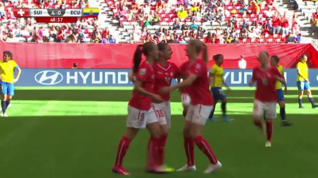 Video «Fussball: Frauen-WM, Schweiz-Ecuador, Hattrick Fabienne Humm» abspielen