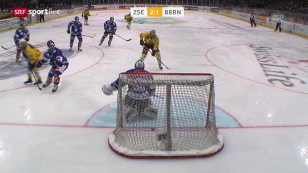Video «Die vier Gegentore von Lukas Flüeler in Spiel 3 gegen den SCB» abspielen