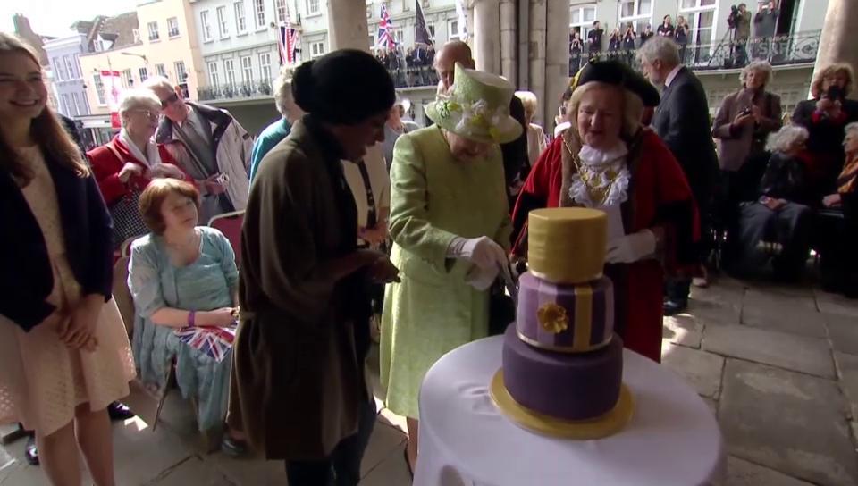 Einen Geburtstagskuchen für die Queen (unkommentiert)
