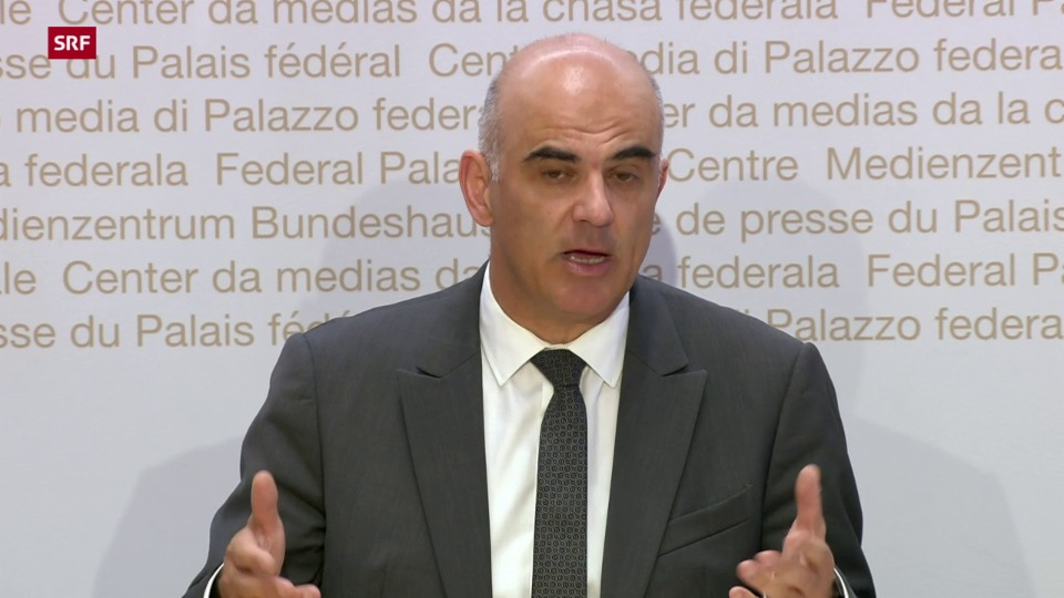 Alain Berset e las novas reglas per returnar en Svizra
