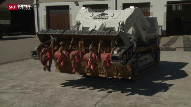 Video «Berner Minenräumungsfahrzeuge in Schieflage» abspielen