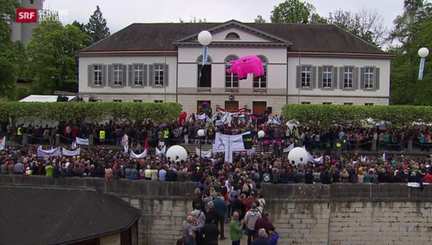 Video «Lehrerverband demonstriert gegen Aargauer Regierung» abspielen