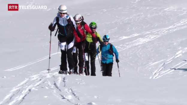 Laschar ir video «Emprima patruglia da skis da Tavau a San Murezzan»