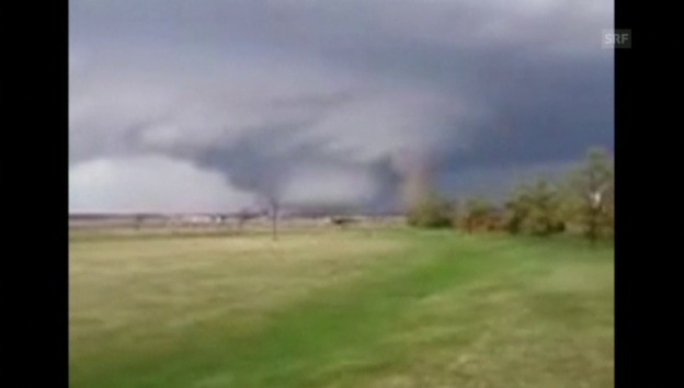 Video «Tornados verwüsten weite Teile der USA (unkommentiert)» abspielen