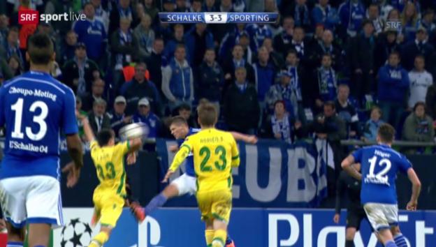 Video «Fussball: Schalke - Sporting, strittiger Penalty» abspielen